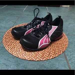 Woman's black & pink Puma sneaker - size 7.5